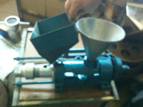 可脱皮、膨化一体机,麻花型玉米膨化机 玉米棍机器
