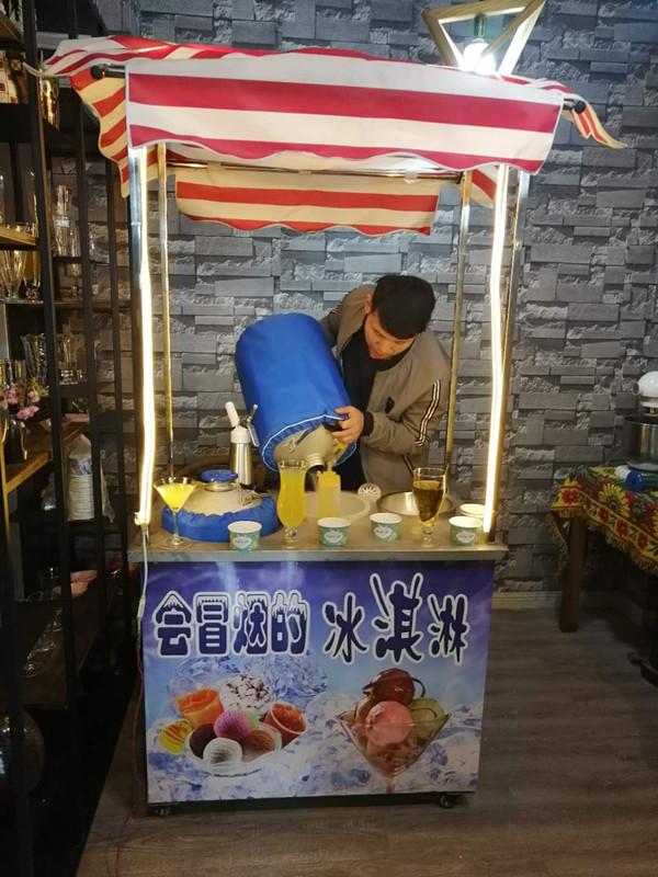 落地式小推车液氮冰淇淋技术 冒烟冰淇淋机多少钱